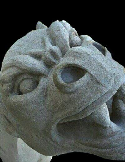sculpteur sur pierre massangis en Normandie - Gargouille