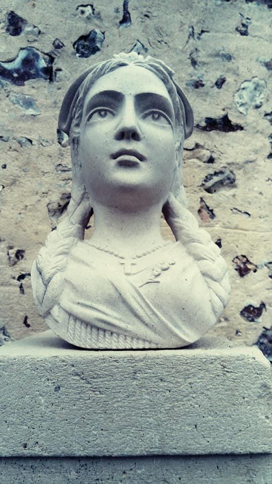Alscasienne en pierre de tervoux et en taille directe
