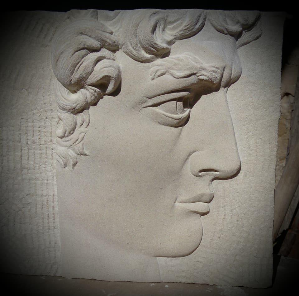 Bas relief du David de Michel-Ange. Taille direct en Pierre de Caen