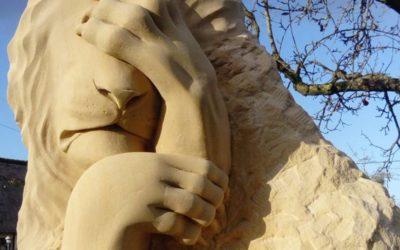 Sculpture sur pierre de Caen d'un lion