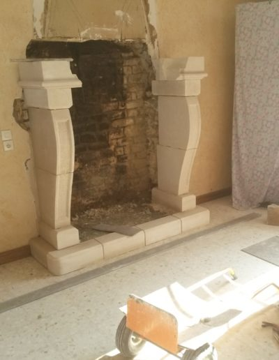 cheminee-foyer-ouvert-pierre-de-savonniere-en-cours