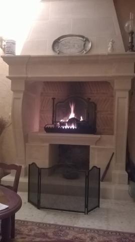 cheminee-foyer-ouvert-pierre-de-savonniere-finie