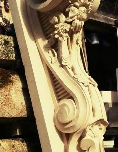 console XVIIII en pierre de Tuffeau