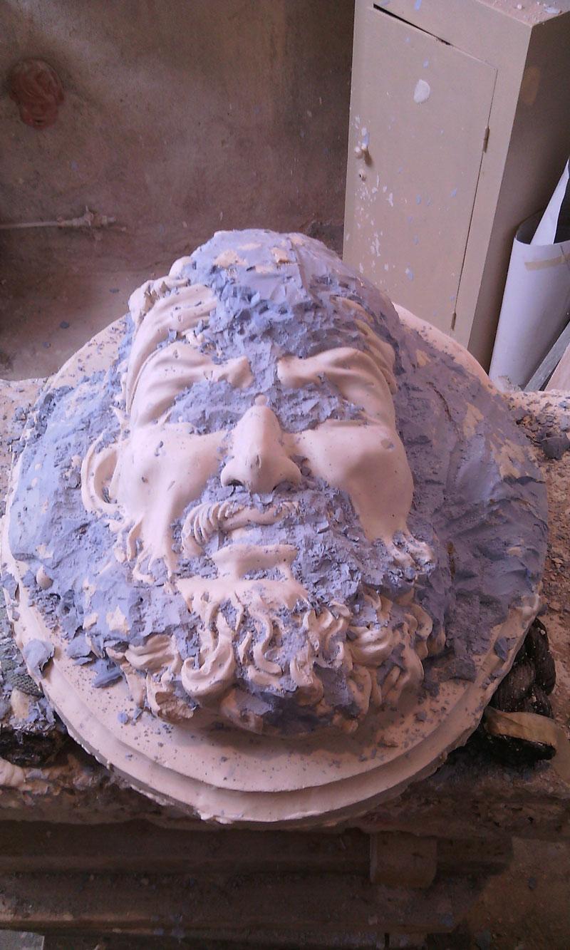 Création de mascaron en terre et moule à creux perdu en plâtre