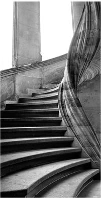Escalier en pierre hélicoidal à noyau décentré