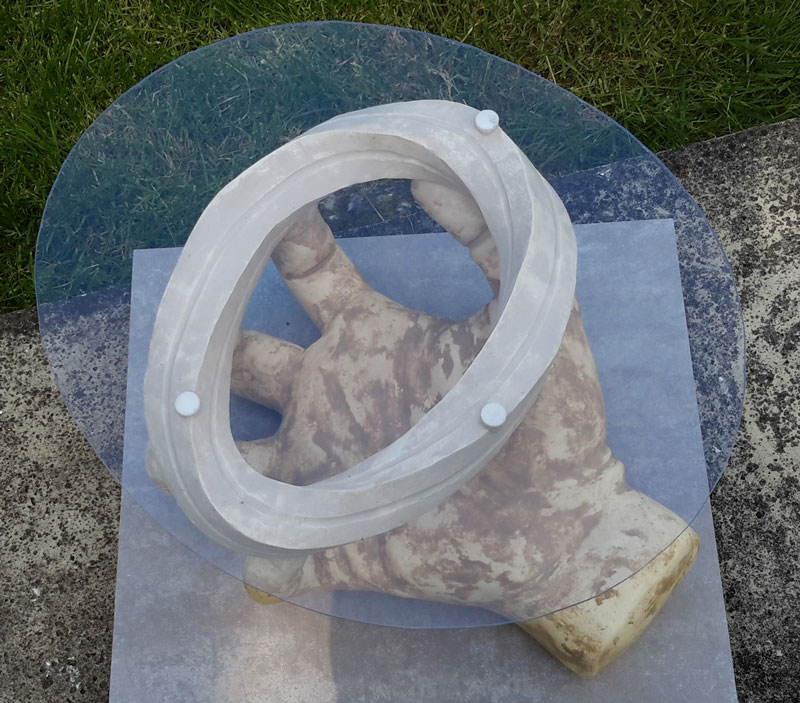 Table basse en plâtre - Taille de pierre - Morgan Roulland