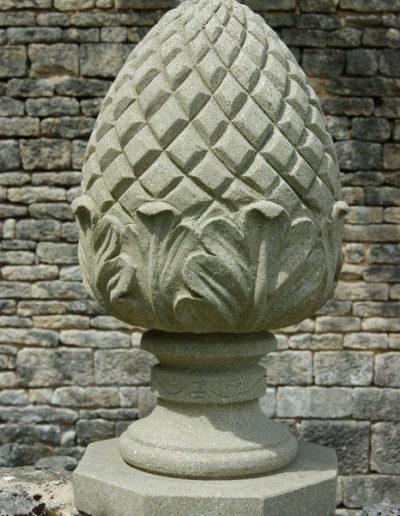 Pomme de pin sculpté pour dessus de portail