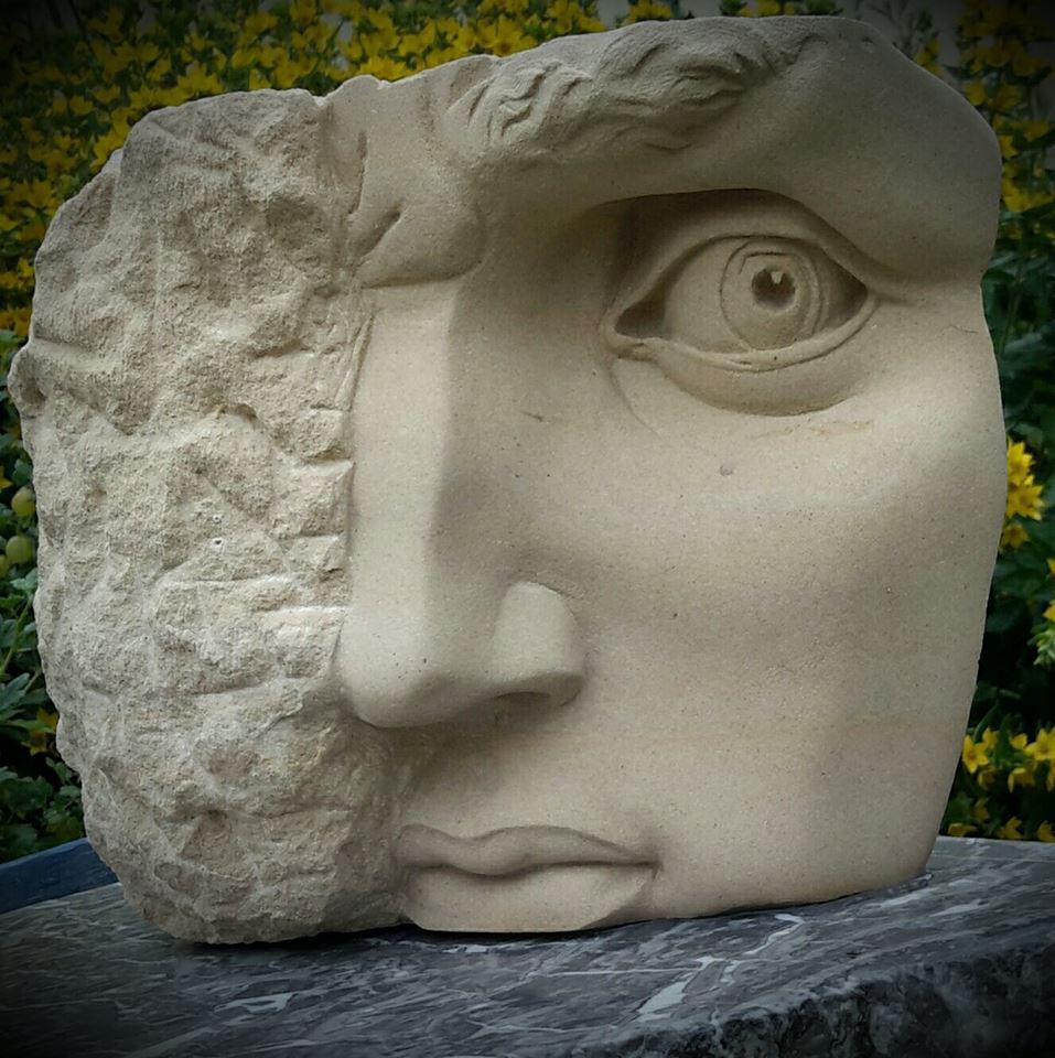 Sculpture en pierre de Caen - Portion du David de Michel Ange