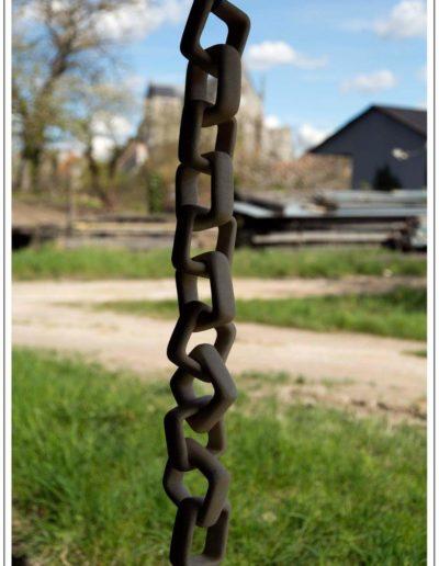 Scullpture en pierre de Richemont d'une chaîne