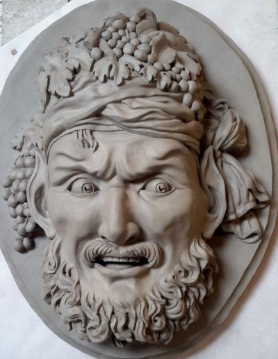 Sculpture de mascaron en terre et moule à creux perdu en plâtre