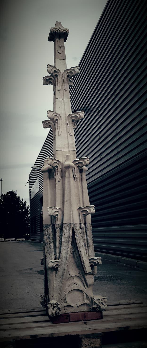 Sculpture pinacle en pierre Saint-Maximin pour le Palais de Justice de Rouen
