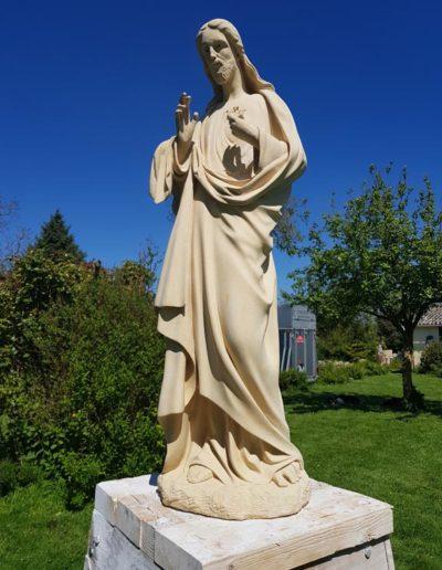 Christ sculpté en pierre de Richemont